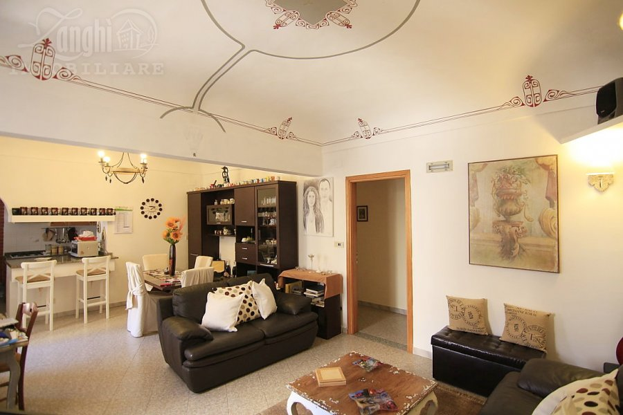 Ortigia, elegant apartment placed in a historic building just a few steps from the Duomo in front of the theater