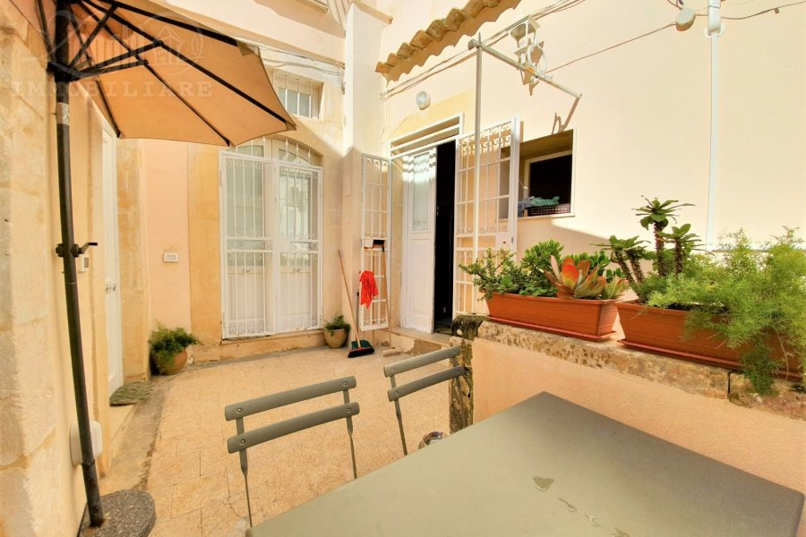Ortigia, independent on three levels with terrace overlooking the sea