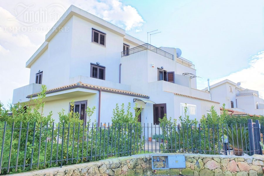 Charming villa in residential area Isola, construction 2016